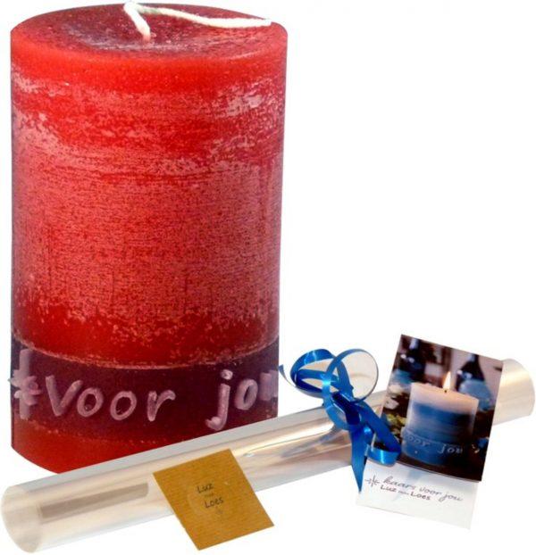 Kaars met tekst 'Voor jou'. Speciaal cadeau voor Valentijn, verjaardag, geslaagd of beterschap. Kleur rood - GRATIS inpakmateriaal
