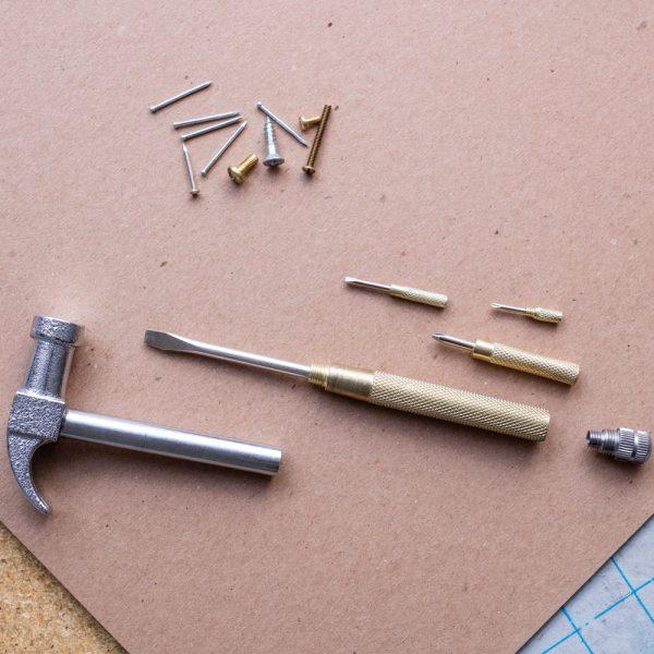 Kikkerland Handy Hammer multitool met schroevendraaiers