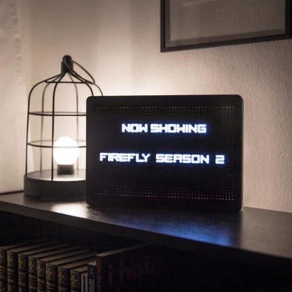 Letterbord met LED-verlichting | Light Up LED PEG Letter Board | Letterboard inclusief 120 letters en cijfers | Decoratie Gadget Cadeau Artikel | 30 x 21 x 4 cm | Wit LED Verlichting